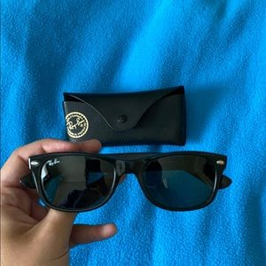 Ray-Ban nee wayfarer sunglasses WITH CASE
